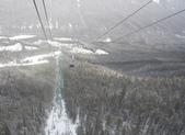 13-03-17(8)班夫國家公園-硫磺山纜車:硫磺山纜車12纜車內向下望.JPG