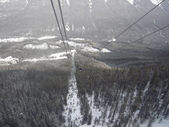 13-03-17(8)班夫國家公園-硫磺山纜車:硫磺山纜車13纜車內向下望.JPG