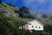 高山湖泊-嘉明湖:向陽避難山屋
