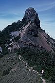 百岳-大霸尖山:小霸尖山 孤挺聳拔 數數看圖中共有幾個人