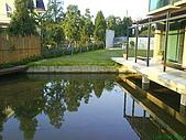971207新竹峨眉湖二泉湖畔:因為有魚~害我追小杰,追的快累死囉!
