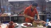 1020809桃園牛老大火鍋~北海道後吃美食:廚師在現切牛肉