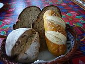960713三芝煙燻豬腳&八里小艇:贈送的麵包