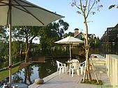 971207新竹峨眉湖二泉湖畔:人就是愛這份寧靜吧!可惜小杰太吵了~對不起其他客人