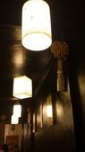 1010413平鎮黑潮魚料理:一排燈光吃飯也有好心情