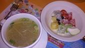 1020826新竹魔法咖哩~平價美食:湯很實在好喝,水果沙拉就長得很不美