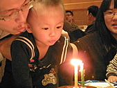 991223允昱2歲生日慶生會IN古華明皇樓:吹蠟燭~2歲囉!