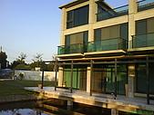 971207新竹峨眉湖二泉湖畔:簡單的建築