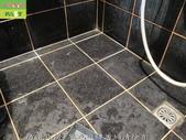 246-浴室磁磚污垢清除-防滑止滑-浴室黑色磁磚牆面與地面及玻璃污垢清除:1防滑止滑-黑色磁磚污垢清除前.jpg