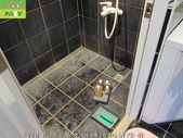 246-浴室磁磚污垢清除-防滑止滑-浴室黑色磁磚牆面與地面及玻璃污垢清除:3防滑止滑-黑色磁磚污垢清除前.jpg
