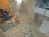 台中市社區大樓大理石地面浴室:4預定止滑防滑施工浴室現場-裝修中 (2).jpg