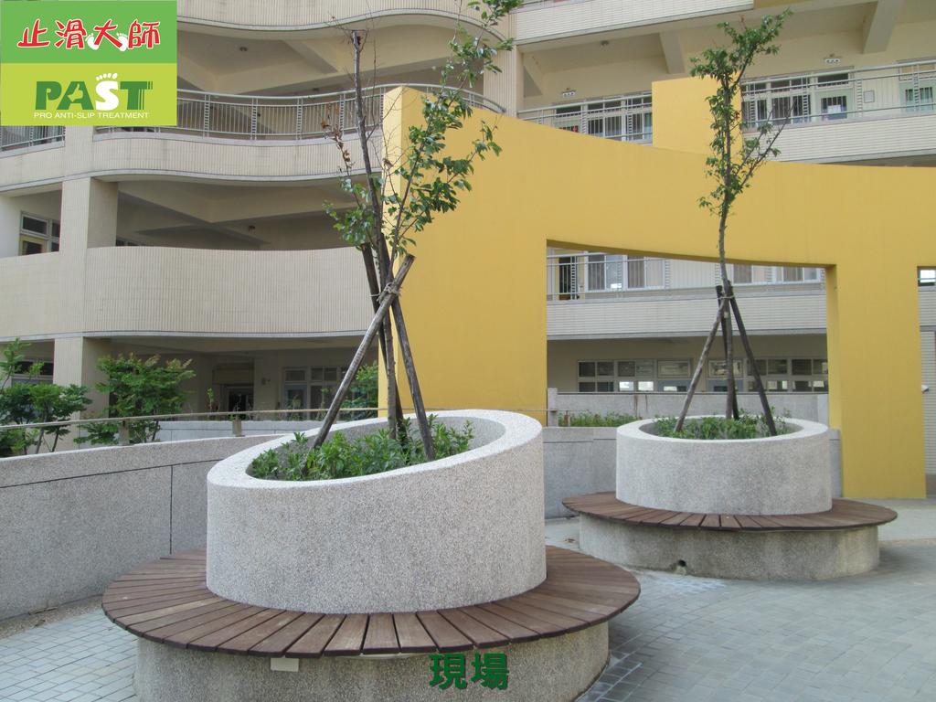 1019 學校走廊、廁所-高硬度磁磚、抿石地面止滑防滑施工工程:學校走廊、廁所-高硬度磁磚、抿石地面止滑防滑施工工程 (1).JPG