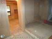 台中市社區大樓大理石地面浴室:6預定止滑防滑施工浴室現場-裝修中.jpg