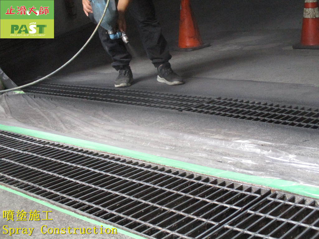 1710 Community-Driveway-Metal Ditch Cover-Ceramic :1710 Community-Driveway-Metal Ditch Cover-Ceramic Non-slip Coating Construction Project - Photo (12).JPG