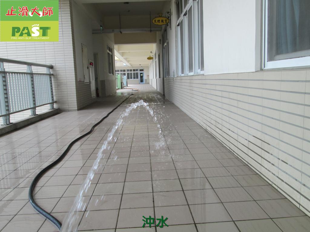1019 學校走廊、廁所-高硬度磁磚、抿石地面止滑防滑施工工程:學校走廊、廁所-高硬度磁磚、抿石地面止滑防滑施工工程 (28).JPG