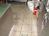 適合防滑止滑施工之場所-溫泉會館地面:5廚房施工前2-止滑大師Anti- slit Pro創業加盟連鎖止滑液防滑劑止滑防滑專業施工地坪瓷磚浴室防滑止滑