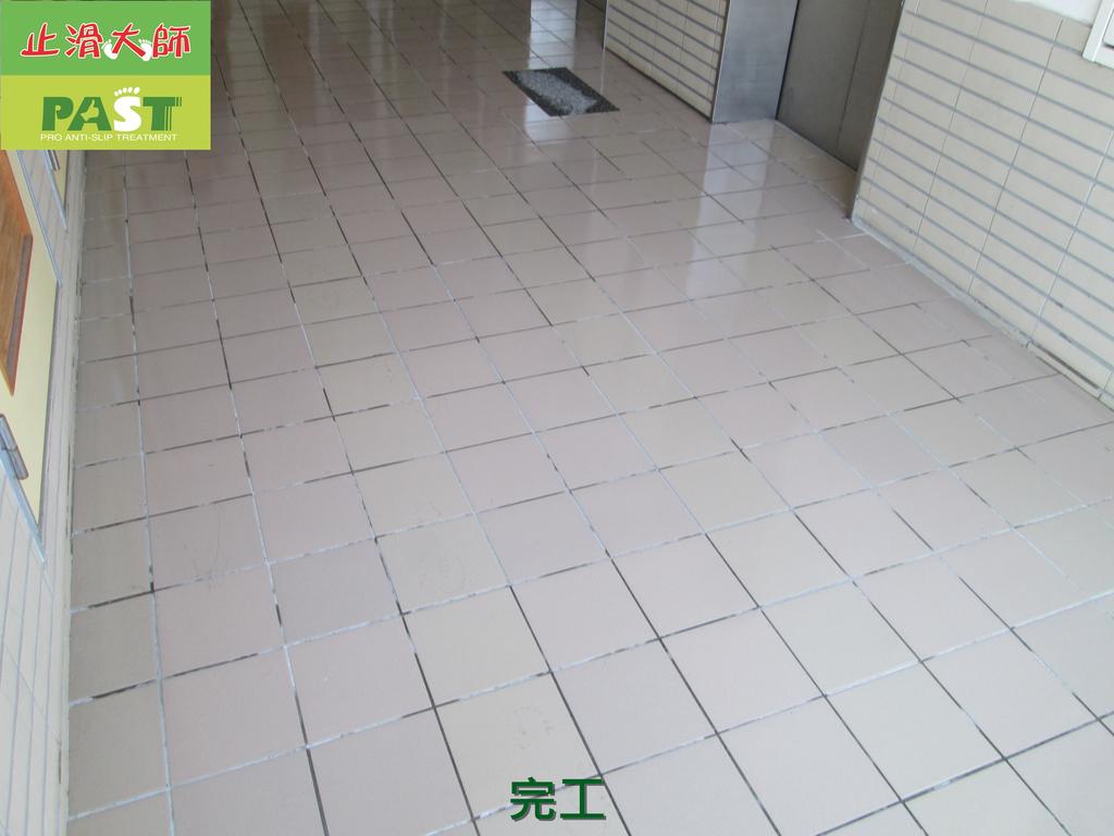 1019 學校走廊、廁所-高硬度磁磚、抿石地面止滑防滑施工工程:學校走廊、廁所-高硬度磁磚、抿石地面止滑防滑施工工程 (33).JPG