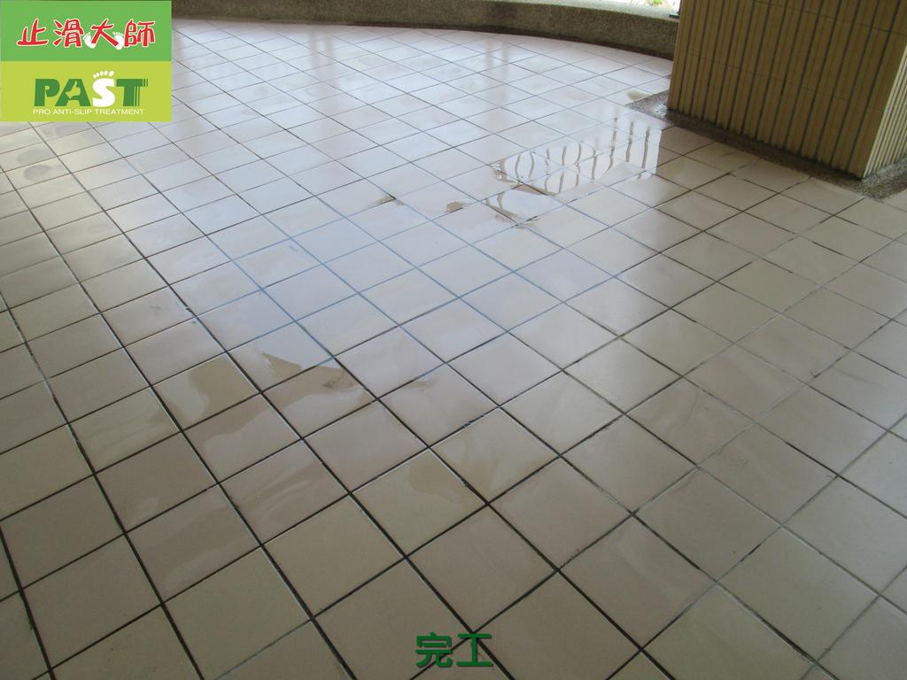 1019 學校走廊、廁所-高硬度磁磚、抿石地面止滑防滑施工工程:學校走廊、廁所-高硬度磁磚、抿石地面止滑防滑施工工程 (38).JPG