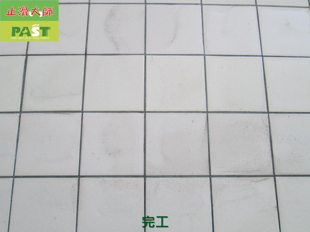 1019 學校走廊、廁所-高硬度磁磚、抿石地面止滑防滑施工工程:學校走廊、廁所-高硬度磁磚、抿石地面止滑防滑施工工程 (37).JPG