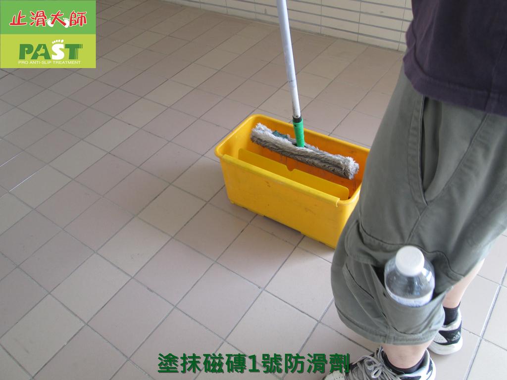 1019 學校走廊、廁所-高硬度磁磚、抿石地面止滑防滑施工工程:學校走廊、廁所-高硬度磁磚、抿石地面止滑防滑施工工程 (13).JPG