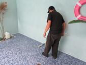 台中市汽車旅館馬賽克磁磚游泳池止滑施工:15施工中-止滑大師-止滑劑防滑劑止滑防滑施工