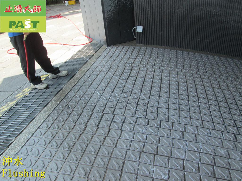 1671 社區-汽機車道-大門-入口-走廊-五爪釘-仿岩板止滑防滑施工工程 - 相片:1671 社區-汽機車道-大門-入口-走廊-五爪釘-仿岩板止滑防滑施工工程 - 相片 (38).JPG