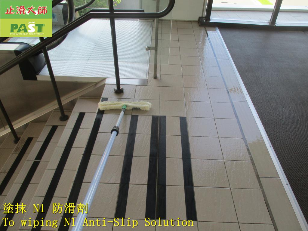 1858 百貨公司-出入口-樓梯-高硬度磁磚止滑防滑施工工程 - 相片:1858 百貨公司-出入口-樓梯-高硬度磁磚止滑防滑施工工程 - 相片 (12).JPG