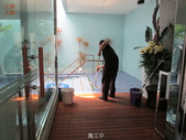 台中市汽車旅館馬賽克磁磚游泳池止滑施工:17施工中-止滑大師-止滑劑防滑劑止滑防滑施工