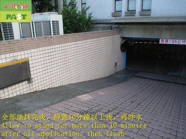 1235143912_l.jpg