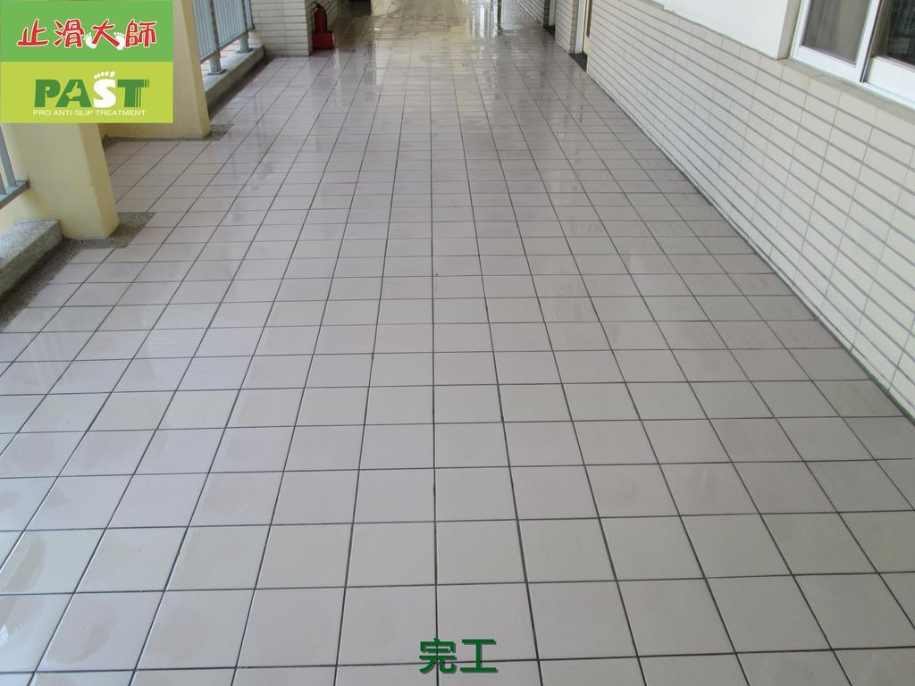 1019 學校走廊、廁所-高硬度磁磚、抿石地面止滑防滑施工工程:學校走廊、廁所-高硬度磁磚、抿石地面止滑防滑施工工程 (34).JPG
