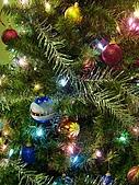 聖誕節 ~ Merry Christmas( 聖誕節晚會) :聖诞树挂球.jpg