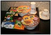汽車旅館:高雄亞曼尼motel- 餅乾和泡麵