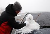 2014-02-15 武陵農場露營、合歡山賞雪:12 堆雪人-04.JPG