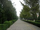 2010-10-17 濟南 曲阜一日遊:03 孔子研究院前.JPG