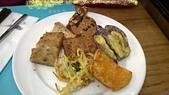 台中 饗食天堂 平日午餐:茄子不好吃,蘿蔔糕不好吃,炸牛蒡不太好吃,炸地瓜難吃
