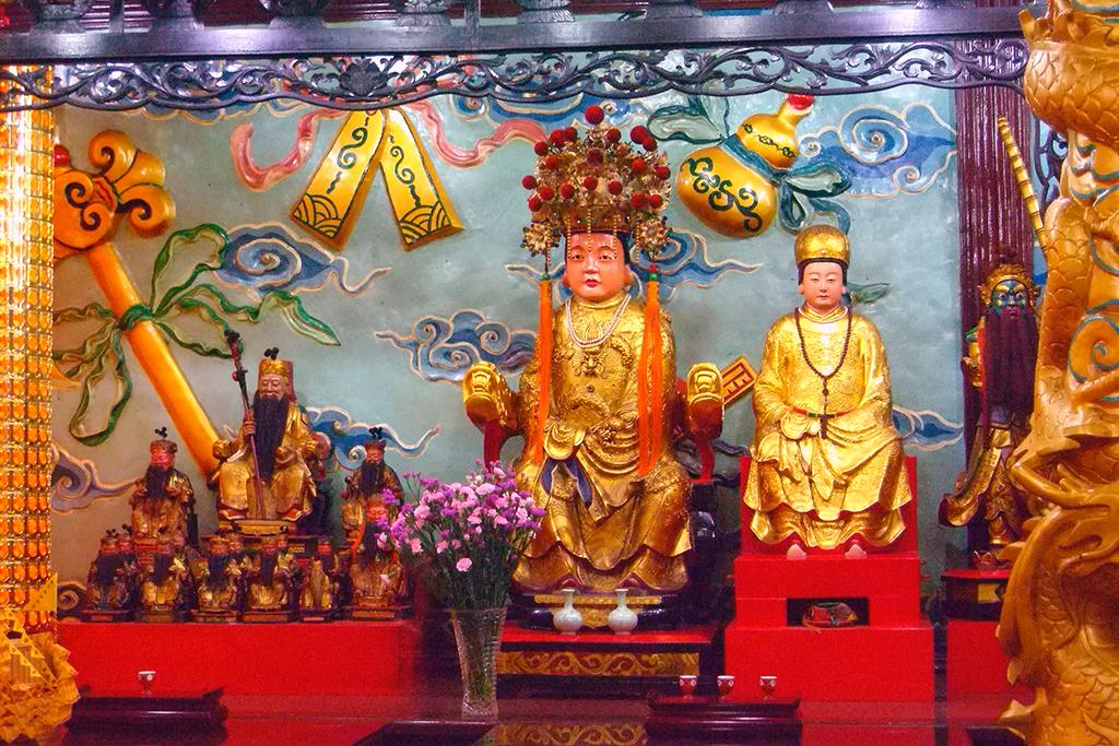 09右側城隍夫人土地.jpg - 台灣省城隍廟