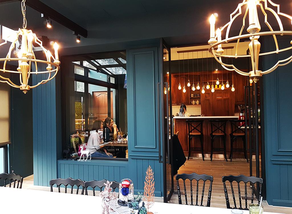 05inscafe.jpg - In's café