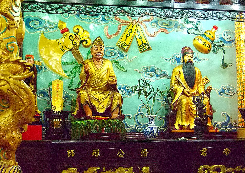 08左側濟公文昌.jpg - 台灣省城隍廟