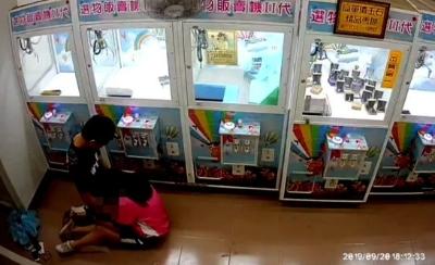 「42秒早洩」國中生娃娃機店啪啪啪,網嘴爆:年輕人就是年輕人!