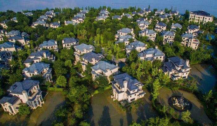 「武漢別墅區成孤島」最奢華豪派,但洪水圍困成這樣