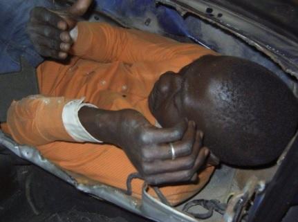 「非洲男子偷渡瑞士」縮骨藏行李箱,因無法呼吸被發現