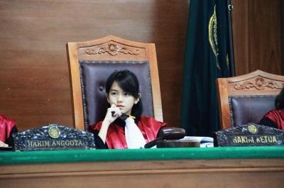 「童顏女法官」正妹脫俗童顏加高學歷讓網暴動