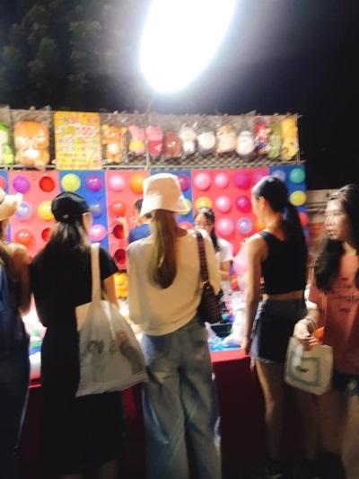「周子瑜在台南夜市」貼心粉絲給她私人空間
