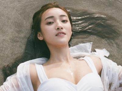 「夏宇禾比基尼」最美女醫,濕身大解放