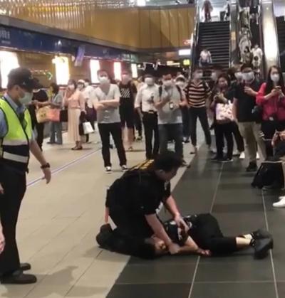 「捷運打人」女乘客不戴口罩屢勸不聽還打人,下一秒影片被瘋傳轉載