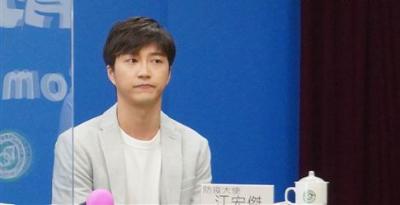 「江宏傑 防疫大使」世界桌球選出現,陳時中:我不太吸睛了