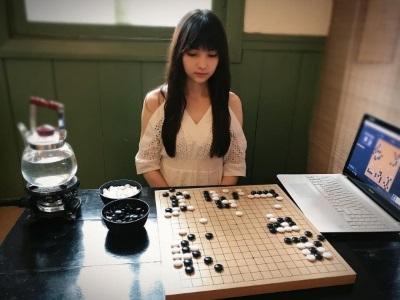 「圍棋女神」日本人氣黑嘉嘉,男粉絲不懂規則也來追星