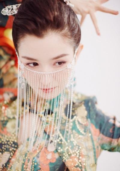 「一舞成名」哈妮克孜22歲,被讚如敦煌天女下凡新疆四美之一