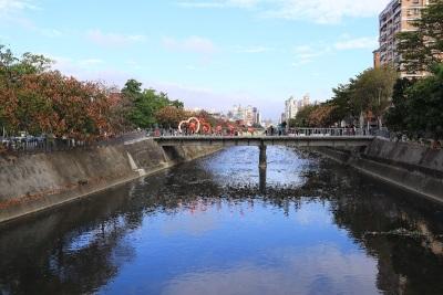 「台中麻園頭溪」人行道改善完成,打造台中成水岸花都