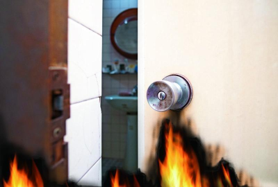 「火災逃生」錢櫃SOP躲廁所才安全?消防署:濕毛巾遮口鼻?